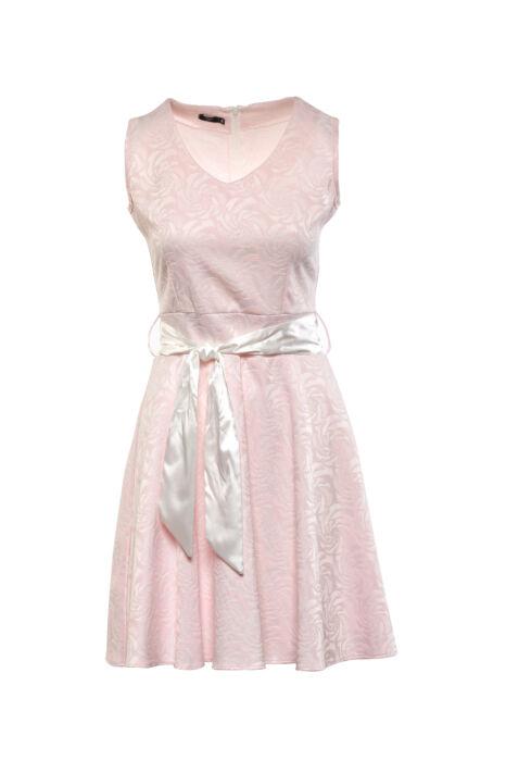 Rózsaszín, anyagában mintás midi ruha, széles fehér masnival